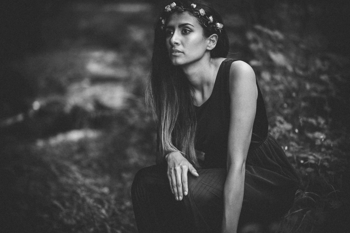 Portrait Frau SW Indianer outdoor