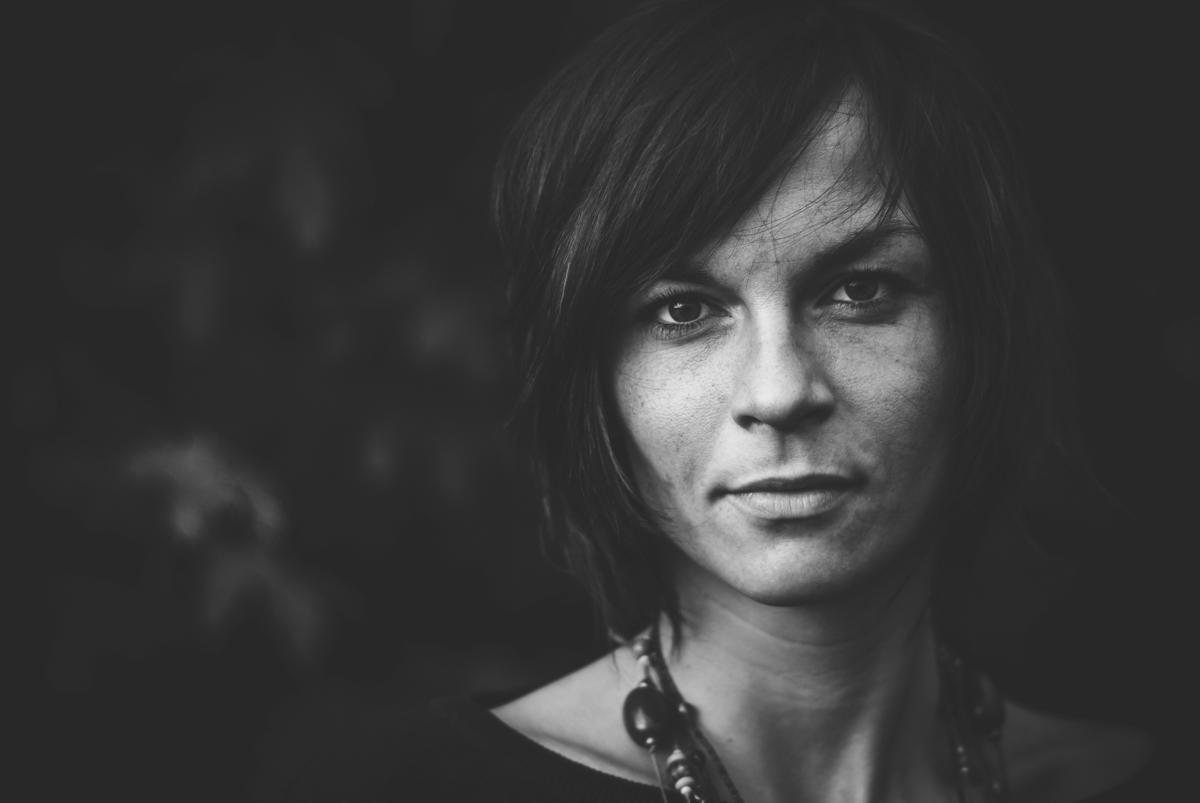 1-3-Regel Schwarzweiss-Frauenportrait