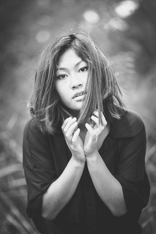 sensual Portrait in der Natur Schwarzweiss Fotografie