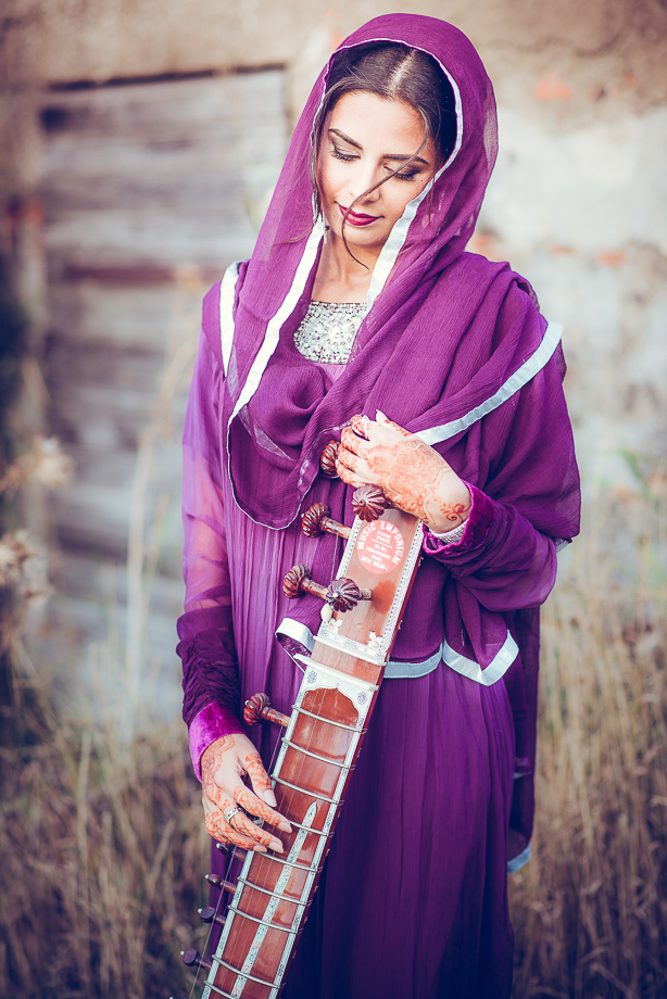Portrait Frau Indien Sitar